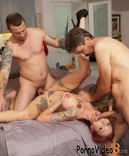 Bang: Anna Bell Peaks - Anna Bell Peaks Gets Rammed Down By Two Cocks (SD/540p/936 MB)