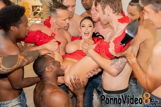 JulesJordan: Angela White - Swarmed By 13 Guys Angela White Does Her Biggest Blowbang Ever (SD/480p/556 MB)